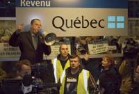 Manifestation éclair devant les bureaux du ministère du revenu l